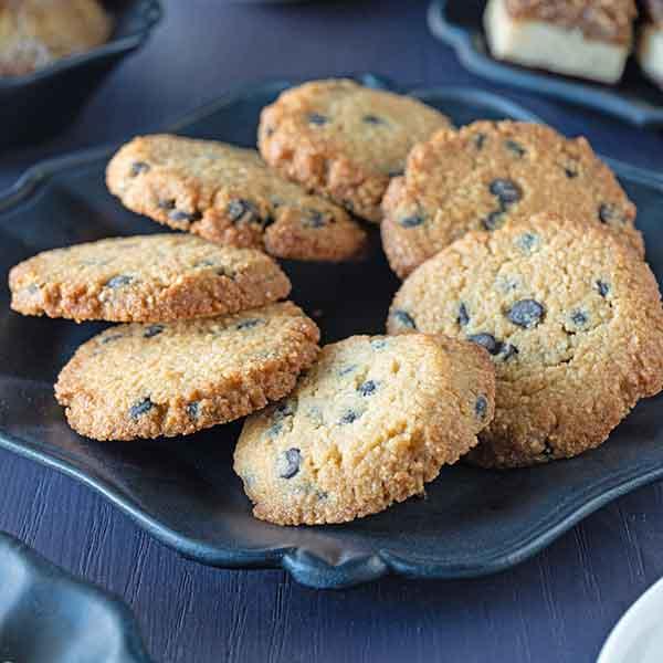 keto chocolate chip cookie